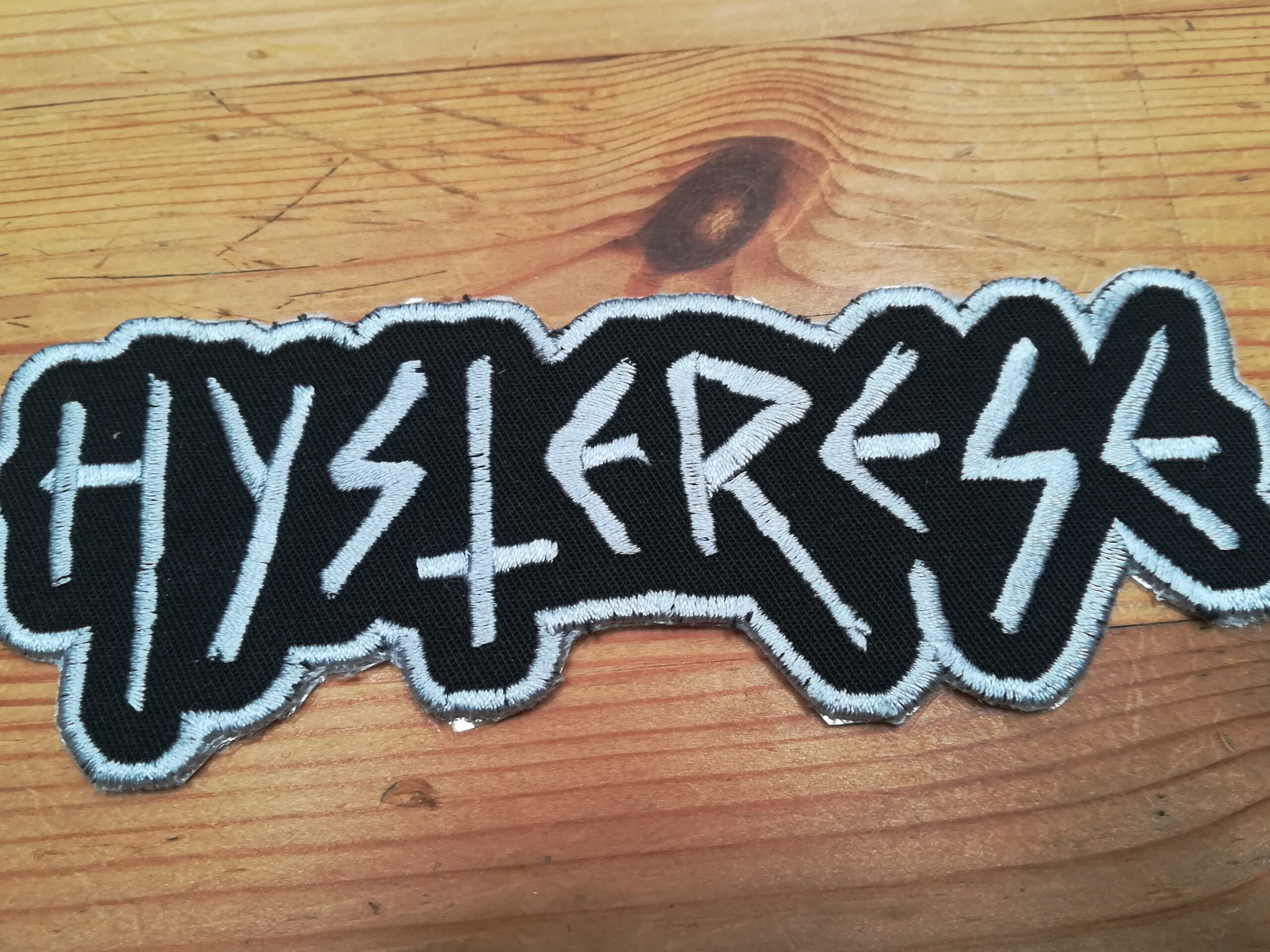 Hysterese shaped logo patch