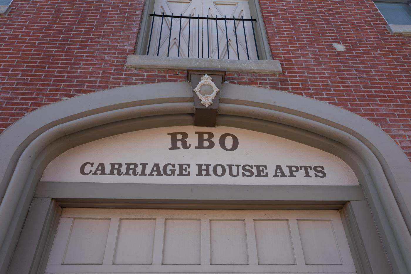 Carriage House Apts