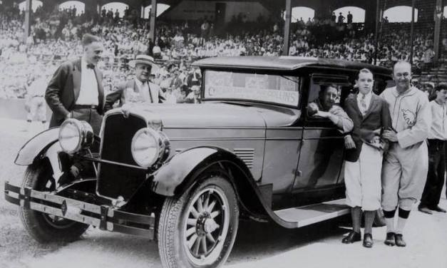 Chicagoadmirers presentEddie Collins, now with theA's, with a new automobile