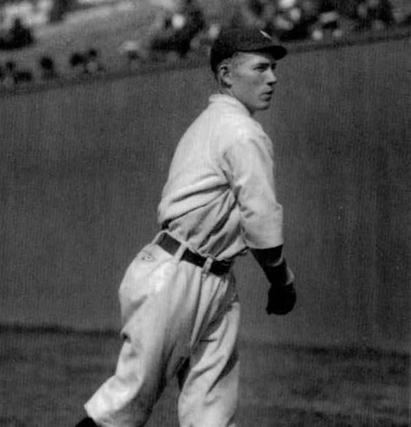 In the first of two,HighlanderPJack Warhopswipes home in 6th. His run is the difference as New York beats theWhite Sox, 4 – 3.