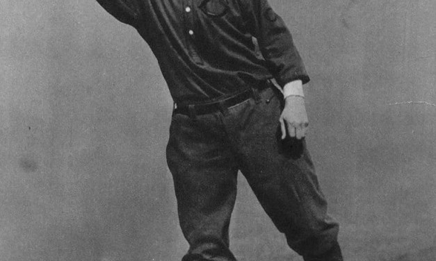 WhileJohn McGrawis on his world tour, Giants presidentHarry Hempsteadmakes a swap with theReds. The Reds send OFBob Bescherto the Giants for young catcherGrover HartleyandBuck Herzog, who replacesJoe Tinkeras manager and shortstop.