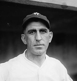 Washington Senators trade shortstop Roger Peckinpaugh to the Chicago White Sox for pitchers Leo Mangum and Sloppy Thurston