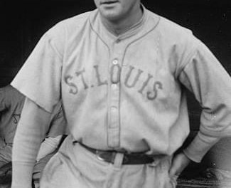 In the first of adoubleheaderbefore a sold-outPolo Grounds, theBrownsbeat theYankees, 3 – 1, behindUrban Shocker.Waite Hoytis the loser, but stopsKen Williams'hitting streakat 28 games.George Sislerhits in his 24th straight game. In game two, the Yankees jump to a 2 – 0 lead onBabe Ruth's 2-run triple, then extend it to 6 – 1 behindJoe Bush. The Browns close to 6 – 5, but that is it.