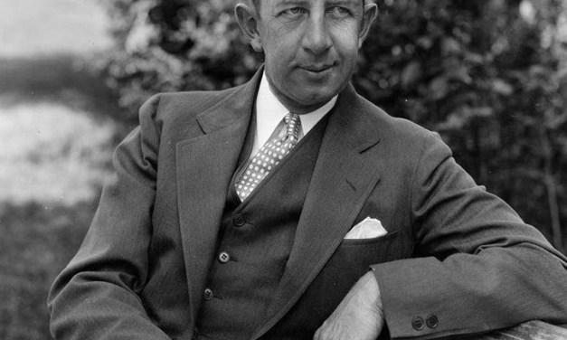1924–Eddie Collinssigns asplayer-managerof theWhite Sox.