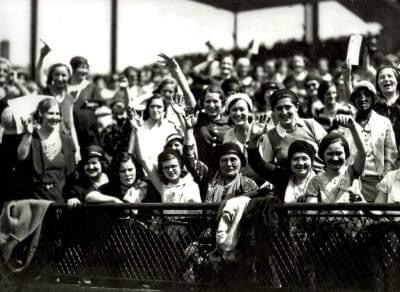 In a Ladies Day game at Wrigley Field that draws 29,000 women and 11,000 men, the Cubs have their five-game win streak stopped by Brooklyn, 5 – 4, despite Rogers Hornsby's 23rd home run of the year. Brooklyn's Johnny Morrison is the winner over Chicago ace Pat Malone. But Chicago will win its next three.