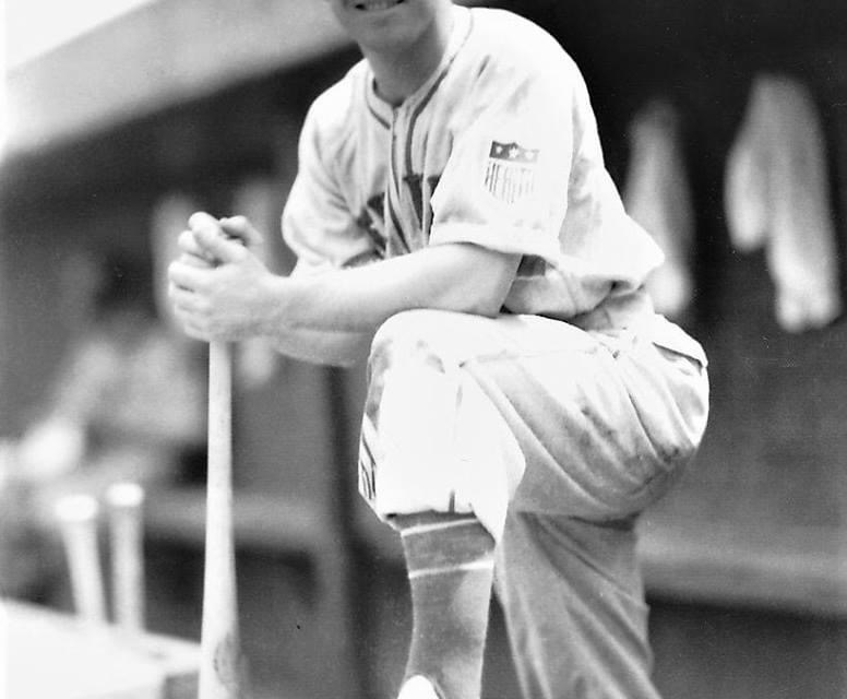 1942– TheGiants'Mel Ottcollects his 2,500thhitin a 5 – 5 tie inChicagoin game 2. In the opener, the Giants win, 8 – 6, asAce AdamsbeatsHi Bithorn.