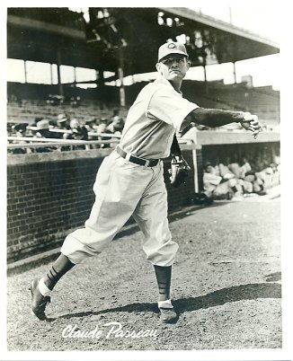 Claude Passeauof theChicago Cubspitches aone-hitter, beating theDetroit Tigers, 3 – 0, in Game 3 of theWorld Series.