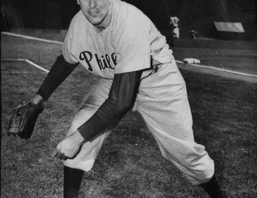 PhilsleftyCurt Simmonsis the first player inducted into the Army as a result of theKorean conflict. He will get one more start before reporting and will miss theWorld Series.