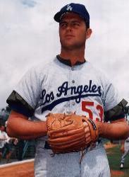 Los Angeles Dodgers great Don Drysdale announces his retirement