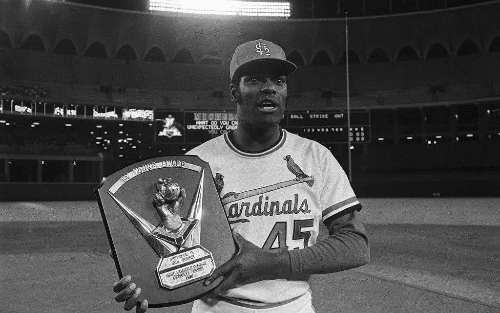 St. Louis CardinalspitcherBob Gibsonwins theNational League Cy Young Awardby a 118-51 margin overGaylord Perryof theSan Francisco Giants. Gibson posted a 23-7 record with 274 strikeouts and a 3.12 ERA.