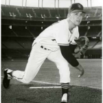 San Diego'sSteve Arlintakes a no-hitter againstPhiladelphiainto the 9th inning before settling for a second straight two-hitter.