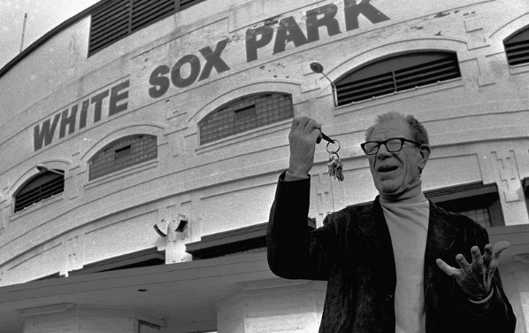Bill Veeck buys 80% of Chicago White Sox