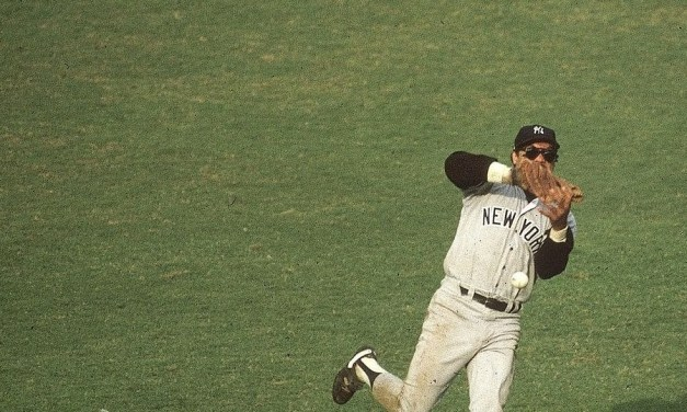 The Los Angeles Dodgers come back to beat the New York Yankees, 8 – 7, in a sloppy three-hour marathon and tie the World Series, 2-2. The Yankees blow a 6 – 3 lead. On one play, Reggie Jackson loses the ball in the sun and it bounces off his shoulder for a two-base error.