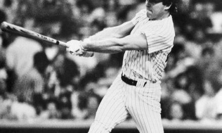 New York Yankees sign outfielder-first baseman Dave Collins to a free agent contract.