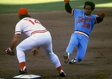 Rod Carew collects his 3000th hit