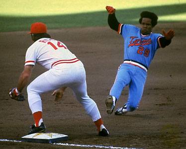 Rod Carew's 25-game hitting streak is halted by lefty Rick Honeycutt