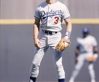 Second basemanSteve Saxof theLos Angeles Dodgersis namedNational League Rookie of the Year, becoming the fourth consecutive player from theDodgersto win the award. Sax hit .282 and stole 49 bases as the replacement forDavey Lopesin the Dodgers' infield.