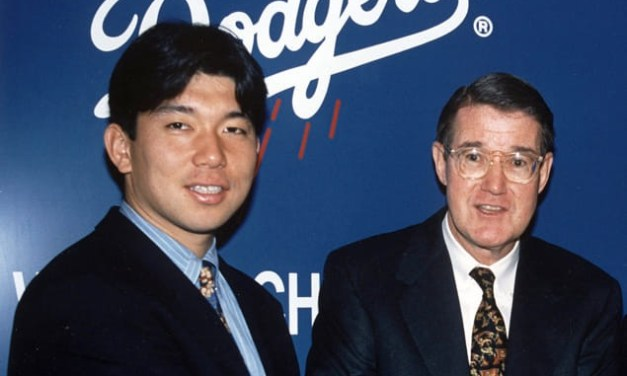 Los Angeles Dodgers sign Japanese pitching star Hideo Nomo