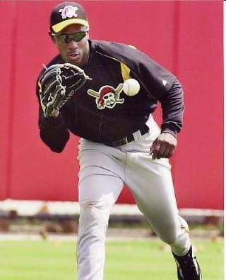 Dependent on passing a physical, free agent Kenny Lofton agrees to a one-year pact to play with the Pittsburgh Pirates this season. Lofton will start in center field, moving Brian Giles to left field with LF Reggie Sanders going to right.