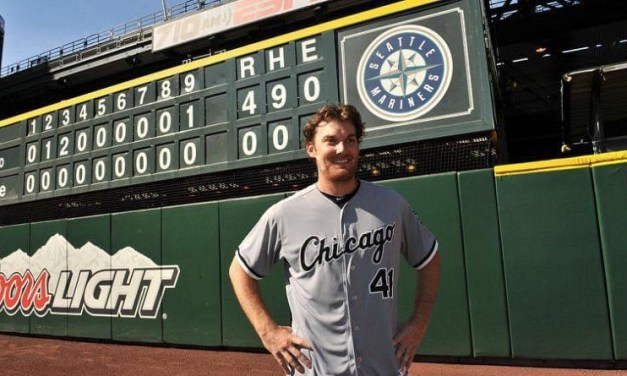 Philip Humberof theChicago White Soxthrows aperfect gameagainst theSeattle MarinersatSafeco Field, a 4 – 0 victory for the ChiSox.