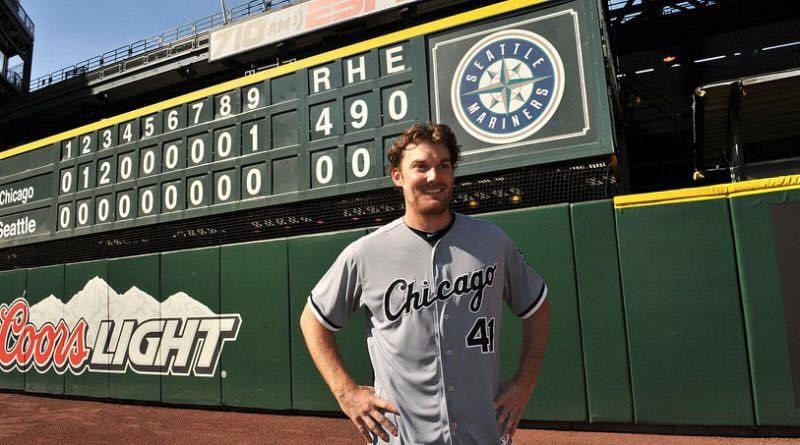 Philip Humber of the Chicago White Sox throws a perfect game against the Seattle Mariners at Safeco Field, a 4 – 0 victory for the ChiSox.
