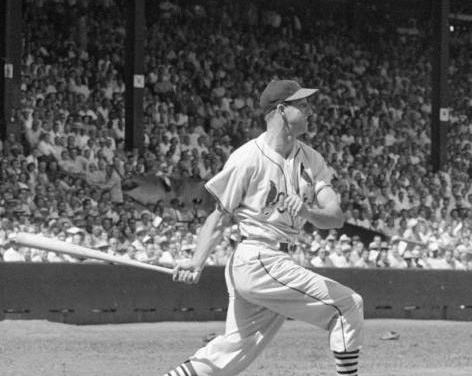 1952– TheCardinals'Stan Musialgets his 2,000thhit, offCurt Simmons, as the Cardinals lose 4 – 2.