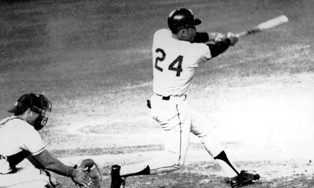 Willie Mays homers in 4 straight to start season
