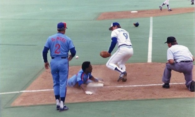 Andre Dawsonof theChicago Cubsstealshis 300th base in an 11 – 5 loss to theNew York Mets