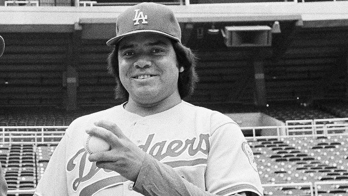 Los Angeles Dodgers purchase the contract of Fernando Valenzuela