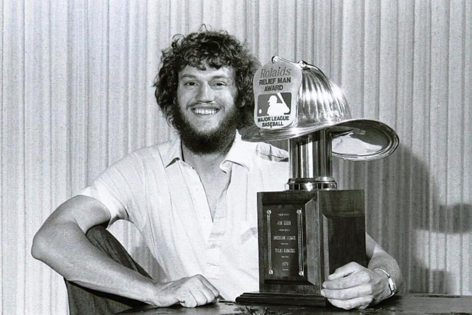 Jim Kerns wins the Rolaids Relief Pitcher Award