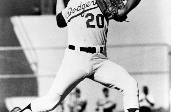 Don Sutton beats the Reds 3-1 on opening day