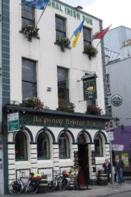 The Ha'penny Bridge Inn, Dublin, beer, drinking, Guinness, beer crawl, pub, Craic, Smithwicks, drunk, irish wit, craft beers