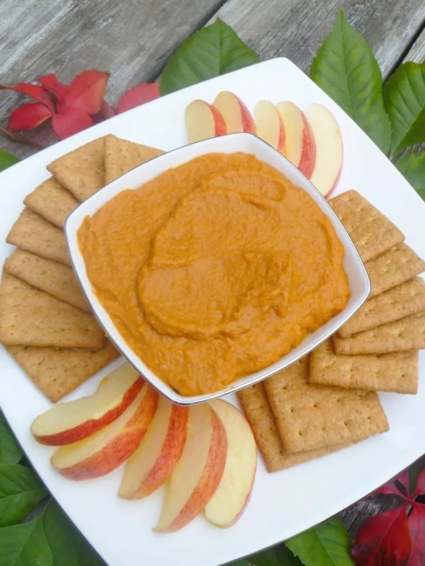 Pumpkin season is here! Healthy Pumpkin Pie Dip is the perfect way to enjoy all the flavours of pumpkin pie in a quick and easy six ingredient dip. Yum! | Clean Eating Desserts | Greek Yogurt Dessert Recipes | Healthy Dessert Recipes | Easy to Make Sweet Treat Desserts | Quick and Easy No Bake Desserts | Entertaining Easy Party Food | #dip #recipe #cleaneating #dessert #fallfoods | thishappymommy.com