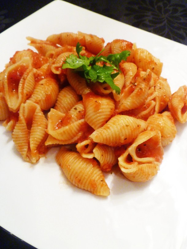 Simple Garlic Marinara Pasta is made with simple, household staples and it can be ready in under 20 minutes.   thishappymommy.com
