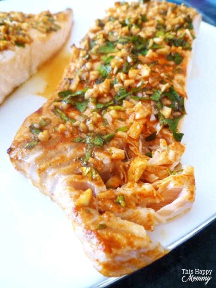 Serve up a quick and easy salmon dinner that is full of flavour! Lemon Herb Crusted Salmon is covered with lemon, garlic, and fresh parsley. This is one tasty baked fish dish.healthy oven baked salmon | skinny salmon dinner | #fish #salmon #dinner #recipe #easydinner | thishappymommy.com
