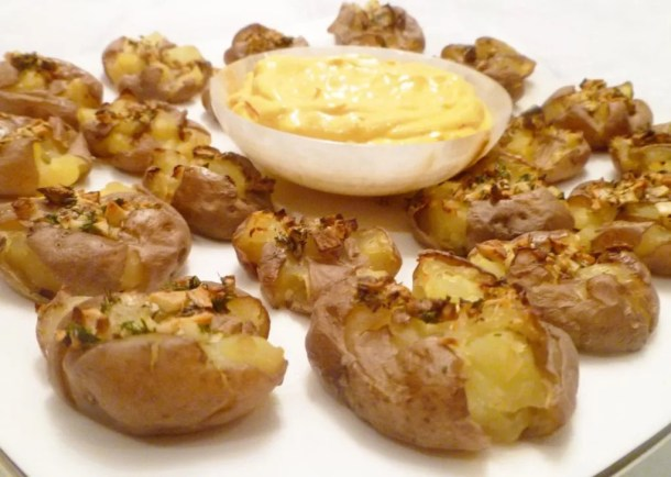 Garlic Smashed Potatoes with Saffron Aioli -- With perfectly crispy edges and a fluffy potato inside, these savoury garlic potatoes are the perfect side dish. | thishappymommy.com