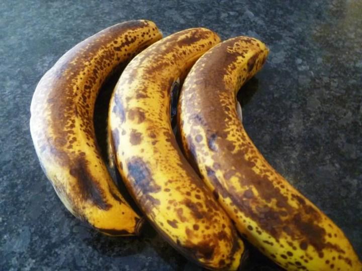 Peanut Butter Banana Bread -- Naturally sweetened banana bread filled with peanut butter and melted chocolate chips. | thishappymommy.com