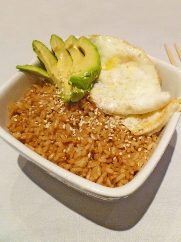 Avocado Egg Rice Bowl -- My family loves this rice bowl! Made with brown rice, avocado, and egg, this is one tasty meal.   thishappymommy.com
