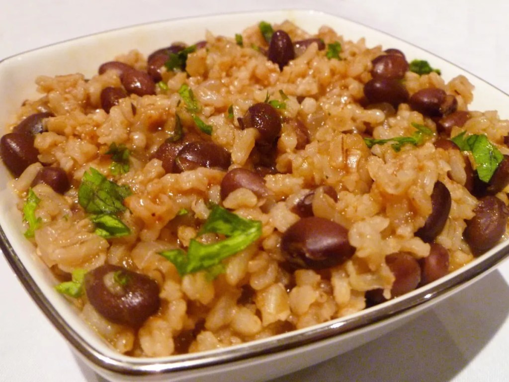 Mexican Rice and Black Beans Bowl -- A one-pot vegetarian-friendly meal that's sure to impress. Made with onions, garlic, beans and onions, this tasty meal is satisfying and delicious.   thishappymommy.com