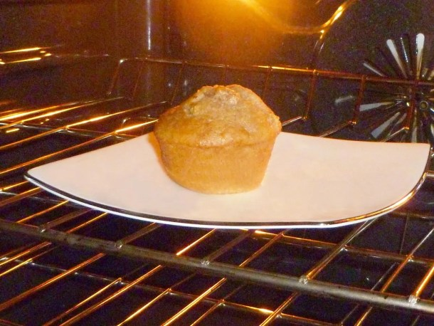 Apple Banana Muffins -- With a lightly sweetened banana bread flavour and chunks of baked apples throughout, these fruit-filled muffins are tasty and delicious. | thishappymommy.com