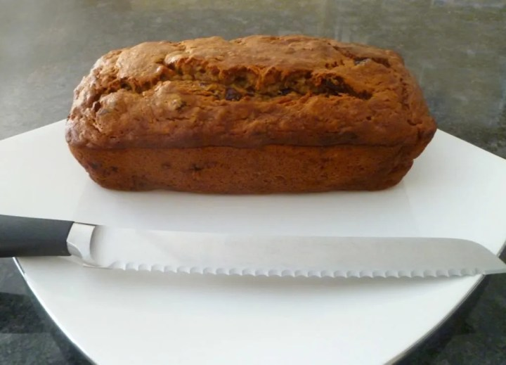 Cranberry Banana Bread -- Naturally sweetened banana bread with bits of cranberries baked throughout.   thishappymommy.com
