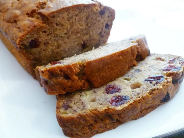Cranberry Banana Bread -- Naturally sweetened banana bread with bits of cranberries baked throughout. | thishappymommy.com