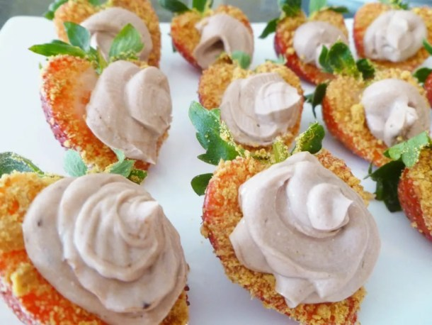Strawberry Chocolate Cheesecake Bites -- Strawberry bites covered with a graham cracker crust and a swirl of creamy chocolate cheesecake. | thishappymommy.com