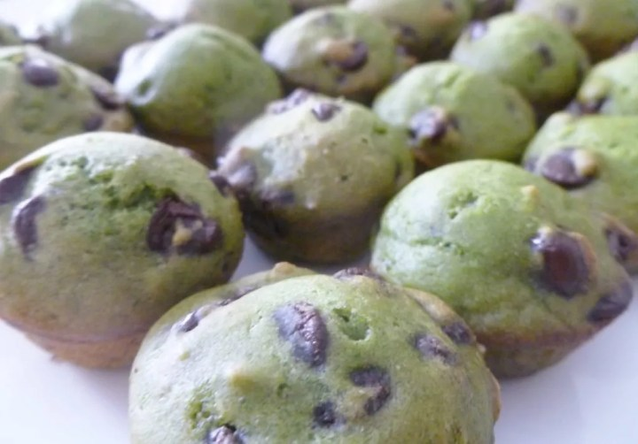 Looking for a healthy chocolate snack? Healthy Spinach Chocolate Chip Bites is packed with spinach, apple sauce, and deliciously melty chocolate chips. These bites are so tasty, no one will know that they're eating fruits and vegetables. Clean Eating Desserts | Greek Yogurt Dessert Recipes | Healthy Chocolate Dessert Recipes | Easy to Make Sweet Treat Desserts | Quick and Easy No Bake Desserts | #dessert #chocolate #muffin | thishappymommy.com