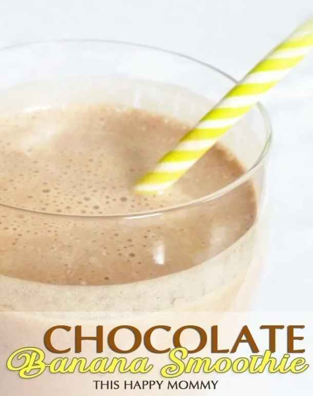 Chocolate Banana Smoothie -- A chocolate treat that's so healthy, you can enjoy it for breakfast! #smoothie #breakfastrecipe #breakfastsmoothie | thishappymommy.com