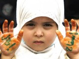Wanita Palestina Didik Anak Mereka Menjadi Mujahid