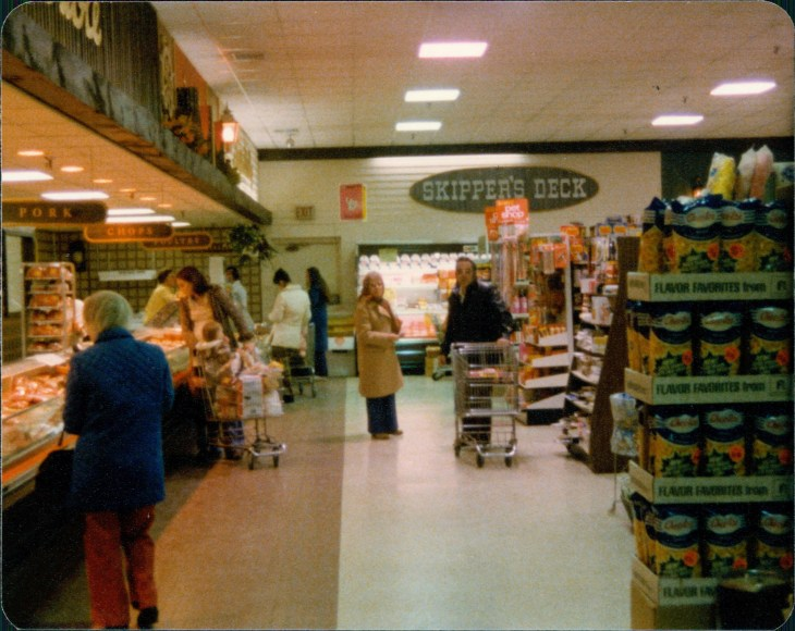 IGA at Olde Mistick Village - Interior