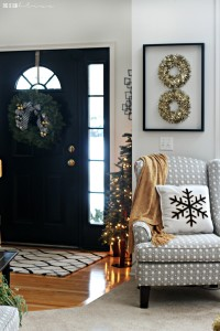 A Merry and Metallic Christmas Home | 12 Days of Holiday Homes Tour 2016: This is our Bliss Christmas Living Room | Neutral Glam Christmas Living Room with Black Front Door || www.thisisourbliss.com