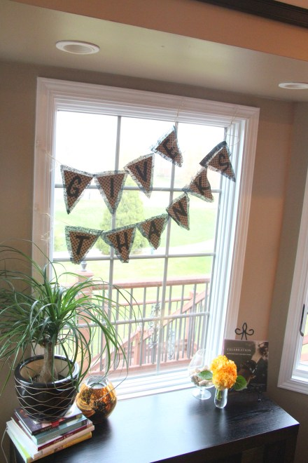 DIY Thanksgiving bunting with black burlap & wrapping paper
