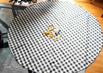 DIY Tree skirt - round tablecloth - no sew